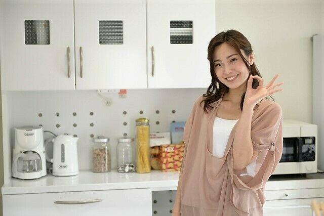 主婦 キッチン 女性
