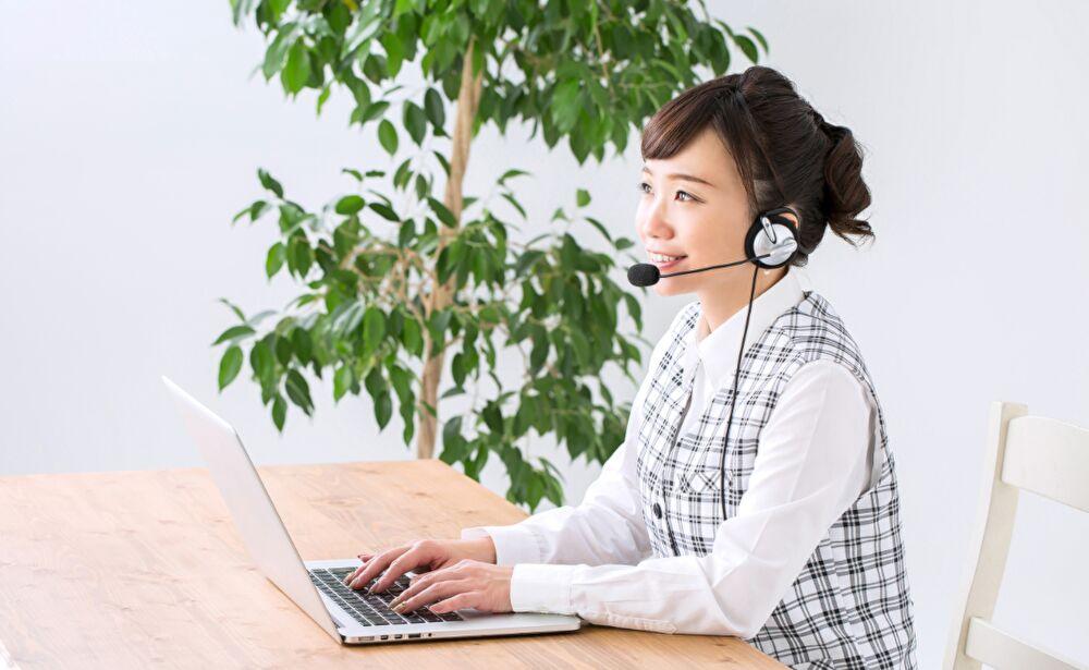 コールセンター 問い合わせ 女性 電話