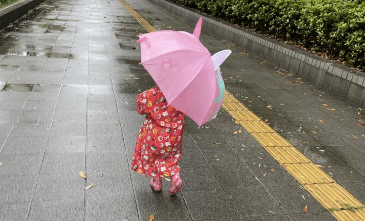 雨の日の子ども