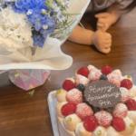 結婚記念日のケーキとお花