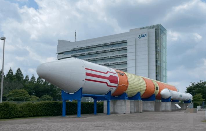 筑波宇宙センターのロケット広場