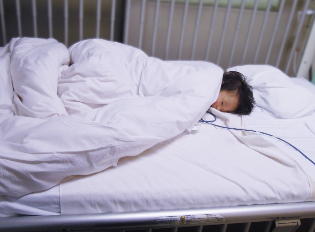 子ども 病院 ベッド