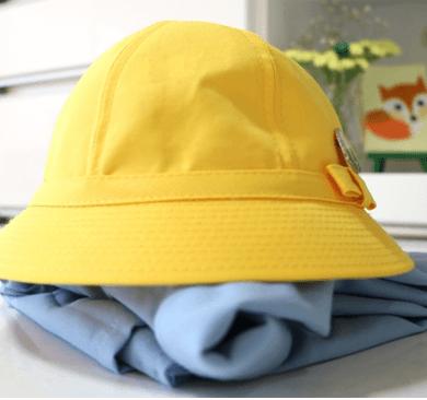 アイキャッチ 幼稚園 スモックと帽子